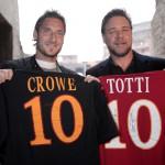 Totti e Crowe: i gladiatori al Colosseo