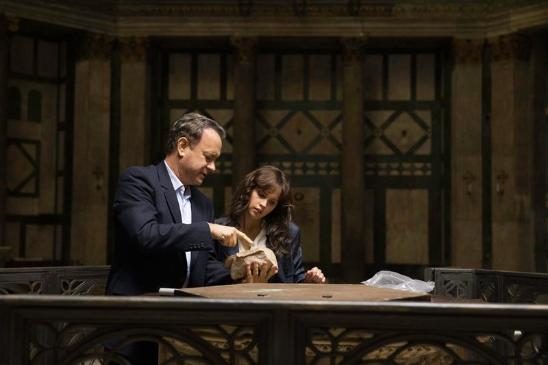 tom hanks e felicity jones in Inferno