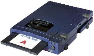 Lo Zip-drive di Iomega, con dischi da 750 MB