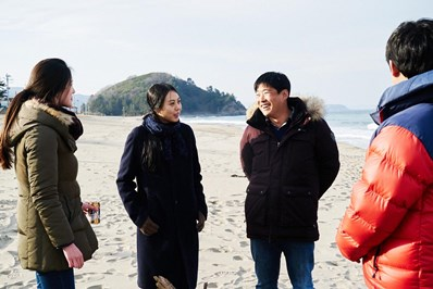 on the beach at night alone Jung Jae-young Kim Min-hee