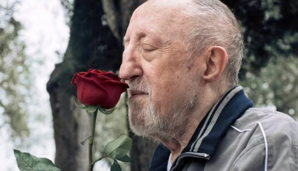 Chi salverà le rose? Il racconto delicato su una famiglia arcobaleno