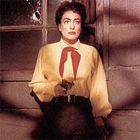 Vienna-Joan Crawford è la forza dominante del film