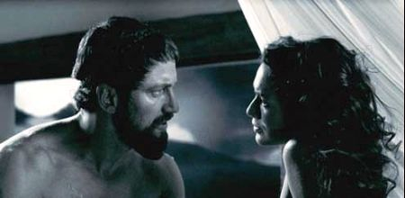Gerard Butler e Lena Headey in 300