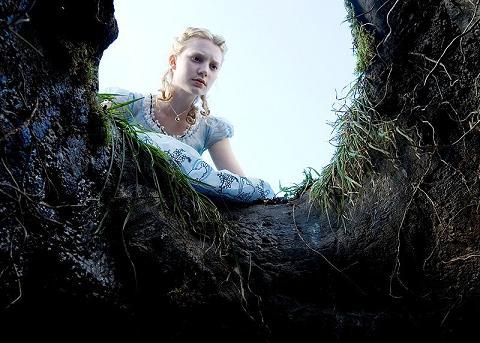 mia wasikowska in alice in wonderland di tim burton