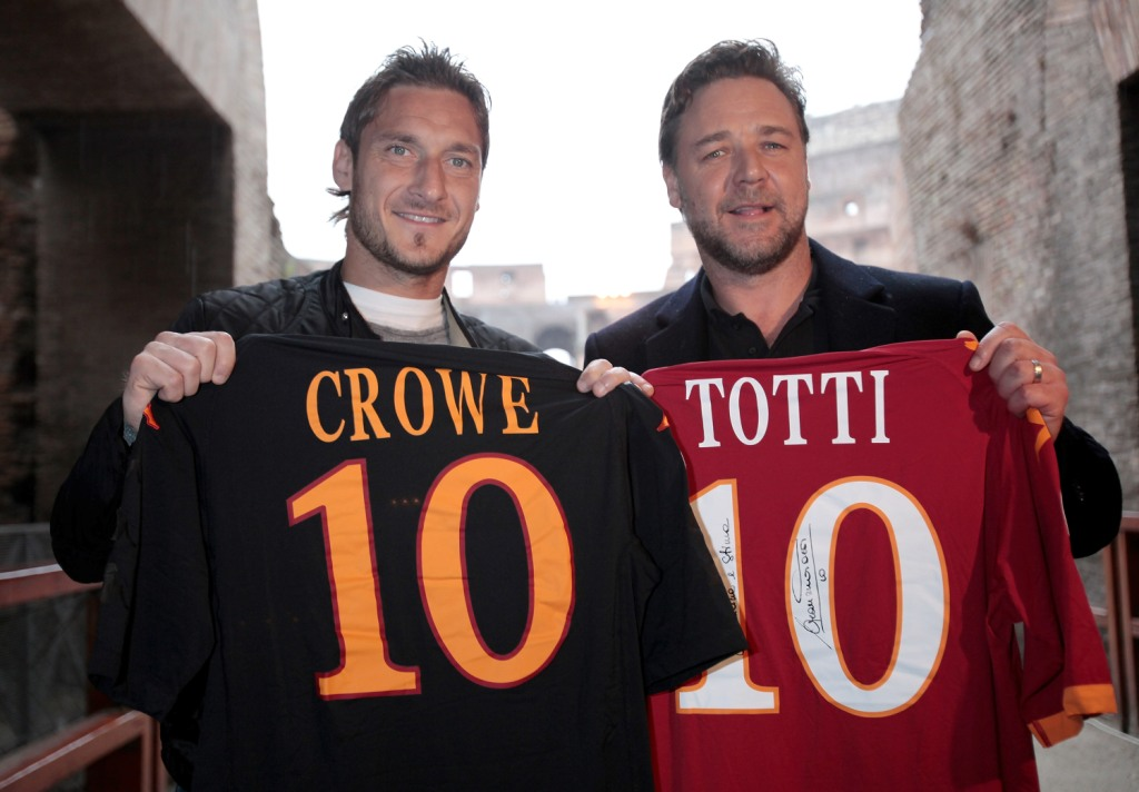 Francesco Totti e Russell Crowe al Colosseo