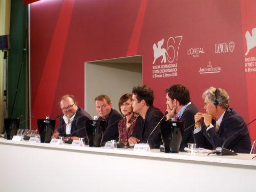 DREI - conferenza stampa - Tom Tykwer con gli attori di DREI e il produttore