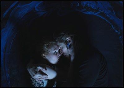 Willem Dafoe e Shanyn Leigh in 4:44 LAST DAY ON EARTH di Abel Ferrara