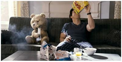 Mark Wahlberg e il suo orsacchiotto in TED di Seth MacFarlane
