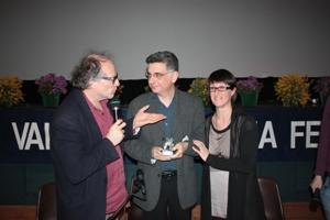 Ghezzi consegna il premio a Francesco Calogero