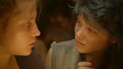 Adèle Exarchopoulos e Léa Seydoux in Le bleu est une couleur chaude di Abdel Kechiche