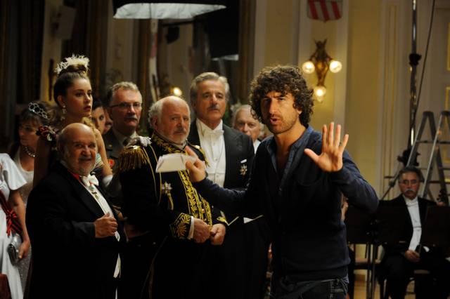 """alessandro siani e il cast in """"Il principe abusivo"""""""