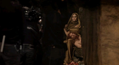 Eva Mendes e Denis Lavant sul set di Holy Motors - making of