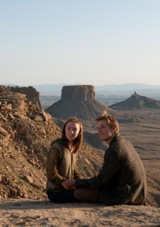 Jake Abel e Saoirse Ronan in The Host di Andrew Niccol