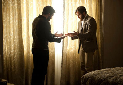 Jake Gyllenhaal in ENEMY di Denis Villeneuve, ispirato a L'uomo duplicato di Saramago