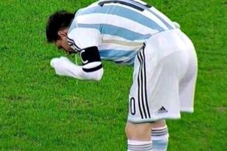 Lionel Messi vomita in campo